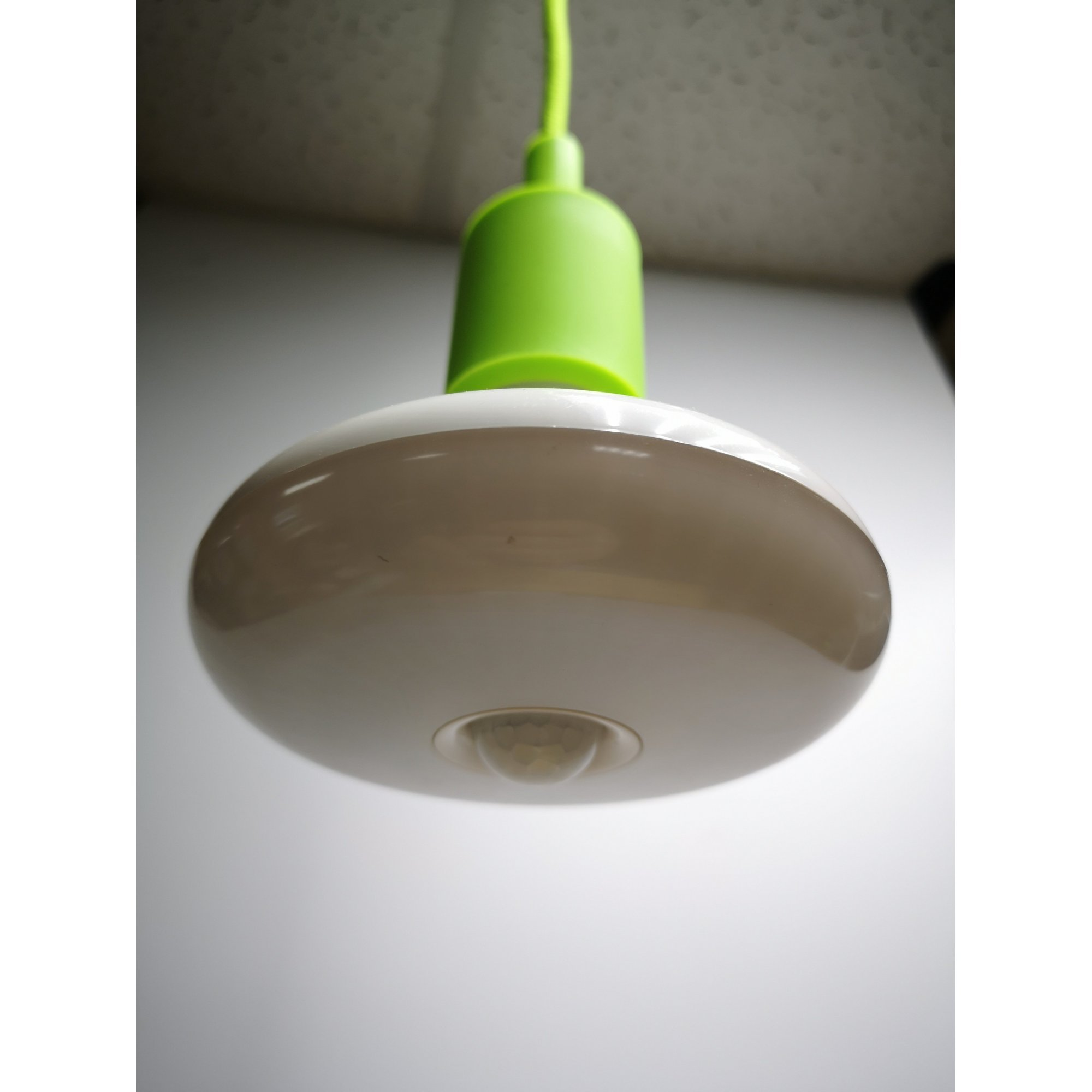 Светодиодная лампа с датчиком движения , цоколь Е27, 12 Вт