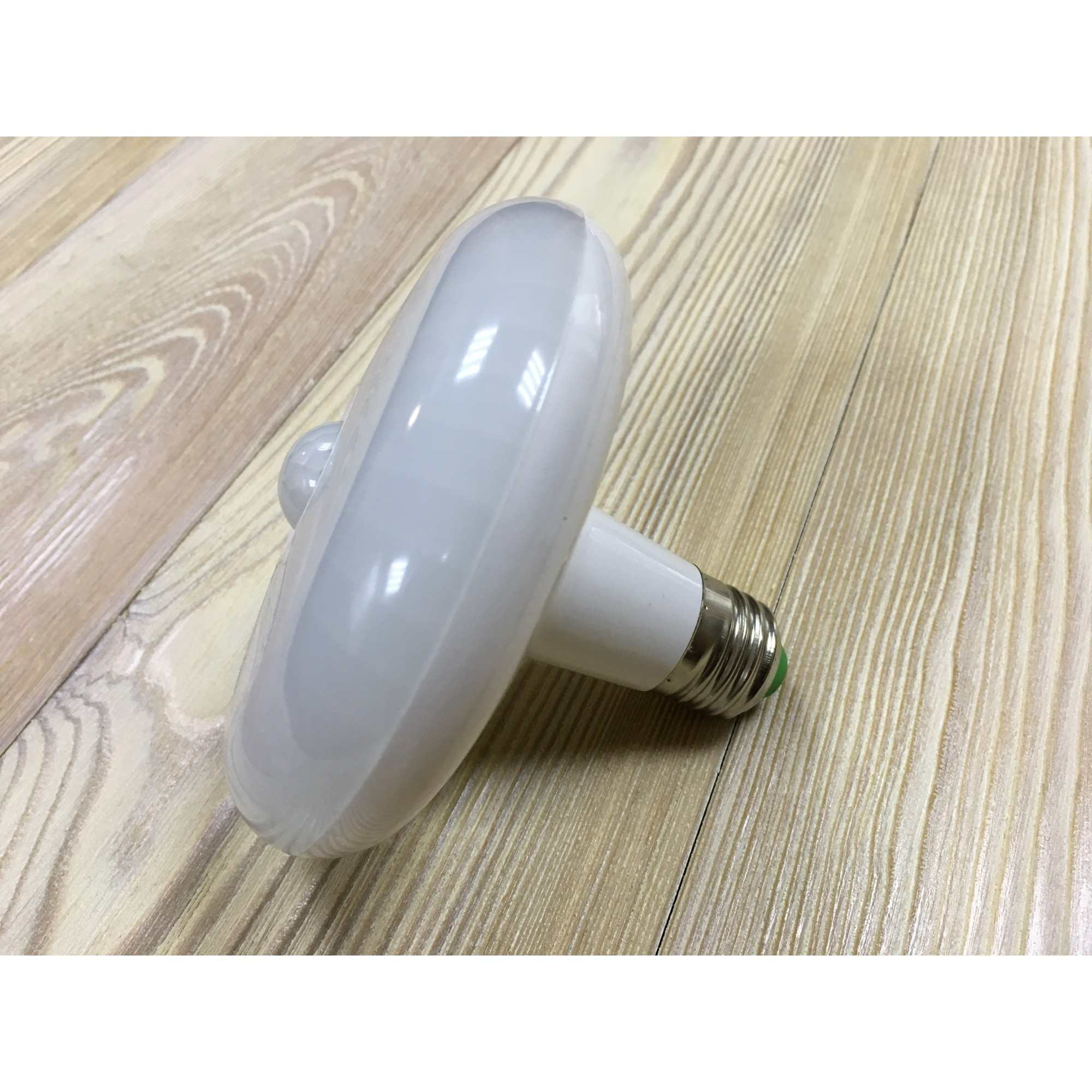 Светодиодная лампочка с датчиком движения , цоколь Е27, 12 Вт