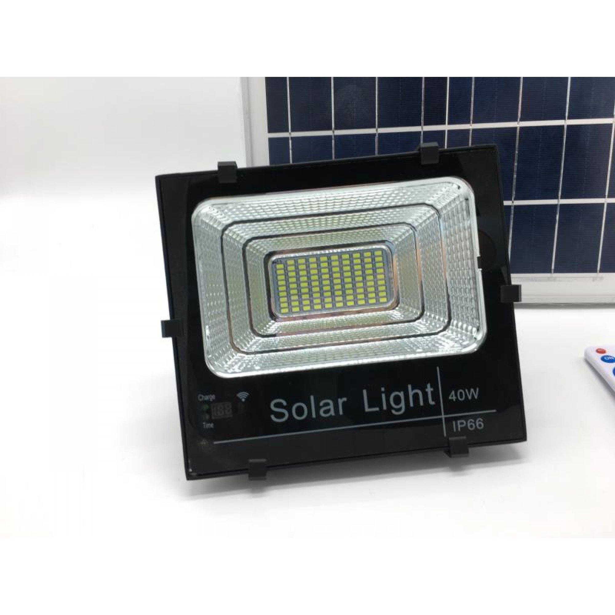 Прожектор - светильник на солнечной батареи.